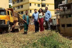 Prefeita Cici acompanha trabalhos de limpeza do Rio Manhuaçu