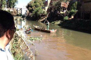 SAMAL continua a limpeza do Rio Manhuaçu