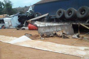 Santa Rita de Minas: Acidente fere quatro pessoas na BR 116