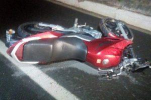 BR 116: Motociclista é atingido por árvore em Santa Rita de Minas