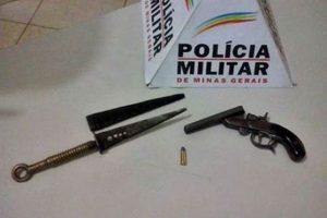 Garrucha e punhal apreendidos pela PM em Manhuaçu