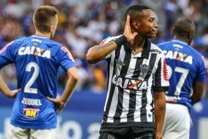 Oswaldo de Oliveira comemora a vitória sobre o Cruzeiro