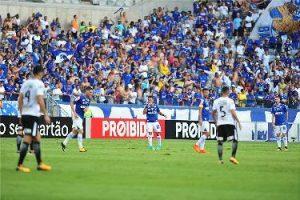 Cruzeiro empata com o líder Corinthians