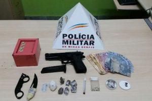 Manhuaçu: PM apreende drogas e simulacro com autores de roubo