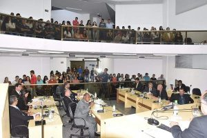Escola Estadual de Manhuaçu recebe homenagem na Câmara de Vereadores