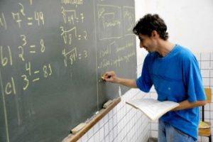 Nova lei beneficia professores na restituição do Imposto de Renda