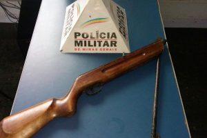 Manhuaçu: PM apreende espingarda e munição