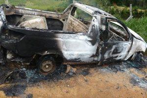 Carro usado em roubo é incendiado em Espera Feliz
