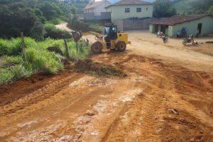 Manhuaçu: Estrada do Córrego da Raiz recebe cascalhamento