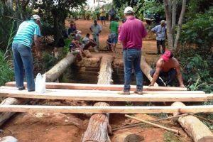 Manhuaçu: Secretaria de Obras reconstrói ponte em Palmeirinhas