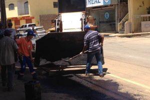 Operação tapa-buraco é realizada no Bairro Ponte da Aldeia