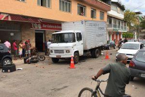 Motociclista é atingido por Golf em Manhumirim. Vítima morre no HCL