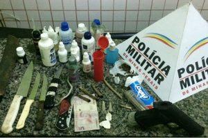Manhuaçu: PM apreende drogas e armas em ônibus