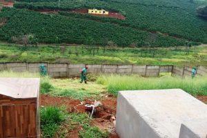 Manhuaçu: Prefeitura realiza limpeza do cemitério de Vilanova