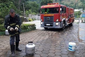 Manhuaçu: Bombeiros controlam vazamento de gás em clube