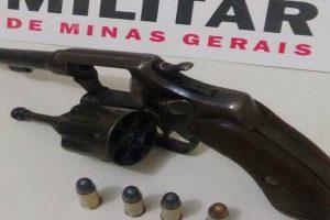 Homem é preso por porte ilegal de arma em Santo Amaro de Minas