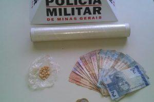 Santana do Manhuaçu: PM apreende 22 pedras de crack