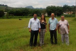 Linhares e Cici visitam campo na Ponte da Aldeia