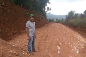 Vereador Elenilton Martins acompanha melhorias em estrada rural