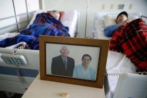 Hospital quebra protocolo e mantém casal de idosos em mesmo quarto