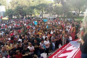 Professores decidem manter greve que dura mais de um mês em MG