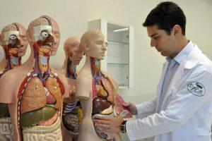 MEC anuncia suspensão da criação de cursos de Medicina por cinco anos