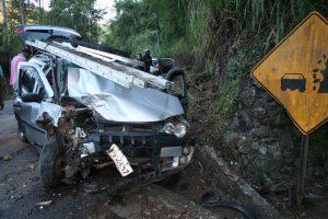 Acidente deixa 3 feridos na MG 111