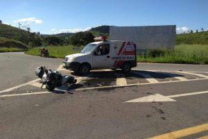 Motociclista morre em acidente com ambulância