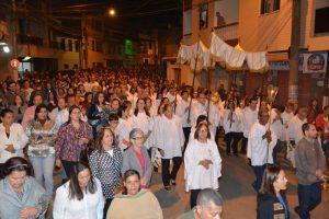 Fiéis celebram Corpus Christi na Paróquia de São Lourenço