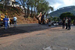 Manhuaçu: Prefeitura abre saída para BR em frente ao cemitério municipal