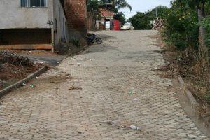 Rua dos Angicos é pavimentada pela prefeitura de Manhuaçu