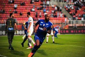 Cruzeiro vence Santos e sobe posições no Brasileiro