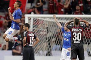 Copa do Brasil: Cruzeiro vence Atlético/PR de virada