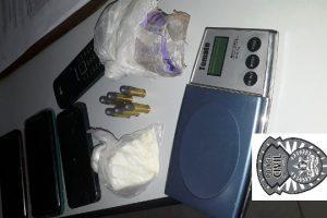 PC apreende drogas, arma e prende envolvido com tráfico