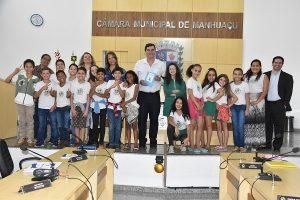 Vereadores recebem estudantes na Câmara de Manhuaçu