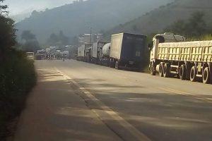 Greve dos caminhoneiros afeta Manhuaçu e região