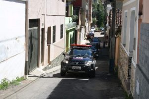 Manhuaçu: PC  faz busca e apreensão e prende ex-funcionária da Procon