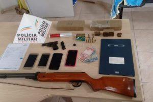PM recebe denúncia, prende suspeitos e recolhe drogas no Santa Luzia