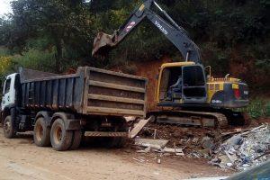 Limpeza da estrada de acesso à APAC e Usina de Compostagem de Lixo