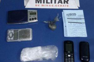 PM apreende drogas e armas em Manhuaçu e região