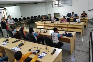 Alunos da Escola Oswaldo Teixeira de Cerqueira visitam Câmara acompanhados da vereadora Berenice
