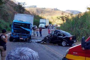 Casal de Manhuaçu morre em acidente na MG 111