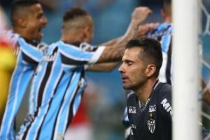 Atlético joga mal e perde para o Grêmio