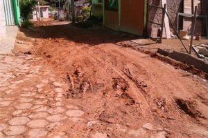 Manhuaçu: Prefeitura começa calçamento de rua em Bom Jesus de Realeza