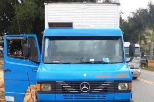 Santa Rita de Minas: Caminhão roubado é abandonado na BR-116