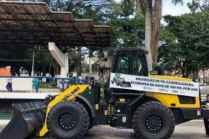 Prefeitura de Manhuaçu adquire pá-carregadeira para Secretaria de Obras
