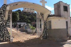 Prefeitura de Caratinga abre sindicância para apurar sepultamento de cão no cemitério São João Batista