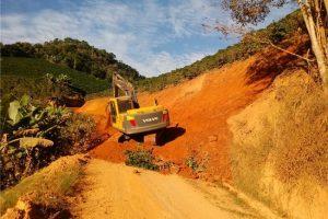 Prefeitura realiza melhoria de estrada na Comunidade Bem Posta