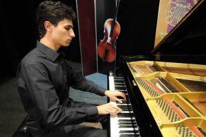 Jovem de Manhuaçu se destaca na música erudita