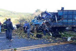 Santa Rita de Minas: Batida entre caminhões deixa dois mortos na BR-116